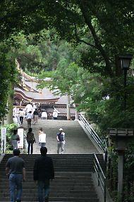 大神神社(おおみわじんじゃ)二の鳥居から拝殿方向